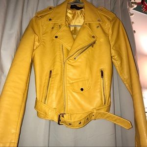 Yellow faux leather jacket 💛